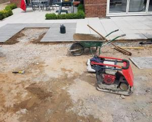 High end patio using Marshall's porcelain slabs